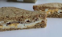 Tesco Egg & Bacon Sandwich, slices