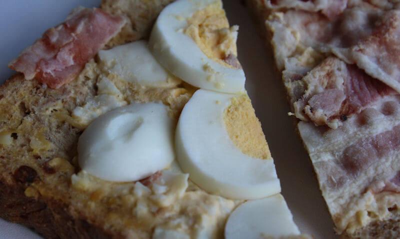 Tesco Egg & Bacon Sandwich, bacon on one side